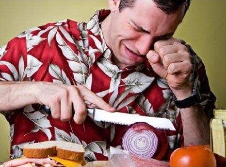 مشکل ریزش اشک هنگام خرد کردن پیاز