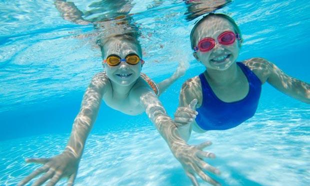 شنا در تابستان